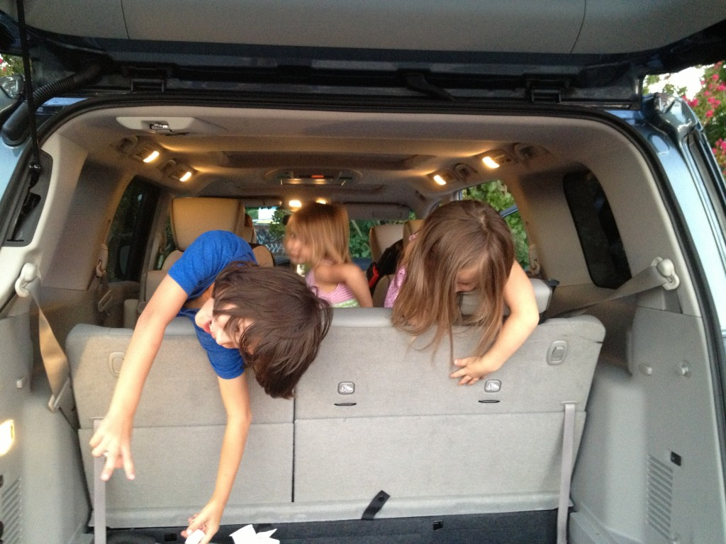 Here are the top 5 sanity saving road trip tips for kids and their parents…easy ways to make summer road trips less stressful and more enjoyable. These tricks work no matter what your summer travel plans are!