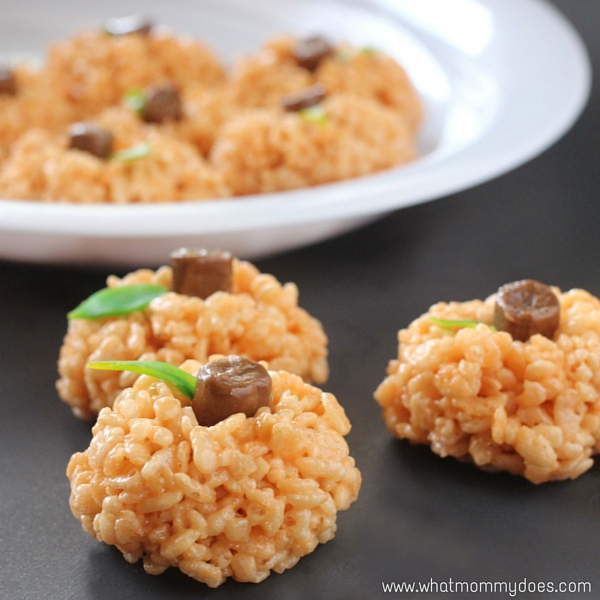Easy Pumpkin Rice Krispies Treasts | The kids' favorite Halloween dessert! Perfect when you want a fun and easy Fall treat or quick Halloween party snack.
